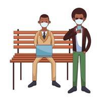 Hombres afro con máscaras médicas que usan tecnología sentados en una silla de parque