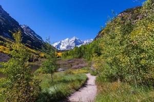 Trail to Maroon Bells in Autumn