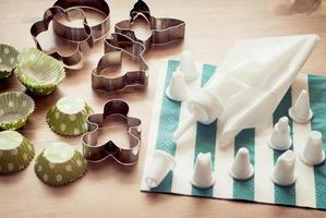 Piping bag set with cookie cutters and cups for cupcakes