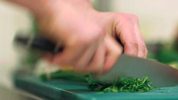 attività di cucina - tagliare le verdure