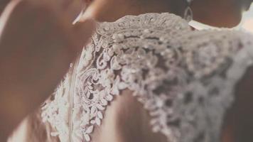 abotonarse el vestido de novia video