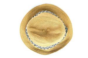 Sombrero de paja aislado sobre fondo blanco.