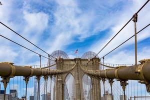 puente de brooklyn durante el día