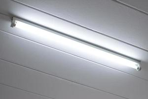 bombilla de luz fluorescente iluminada