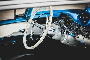 interior del coche azul retro