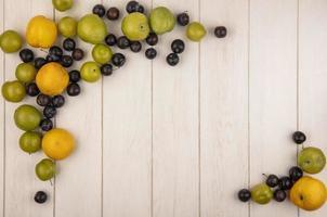 Fotografía de alimentos laicos plana de fruta fresca con espacio de copia foto