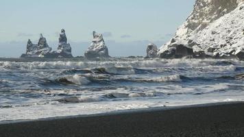 tre pinnacoli vik reynisdrangar video