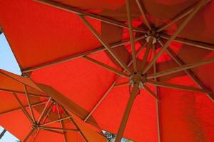paraguas rojos foto