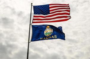 banderas de estados unidos y kansas foto