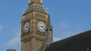 o relógio big ben na abadia de Westminster