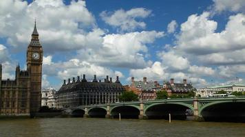 panorâmica da ponte de Westminster para as casas do parlamento
