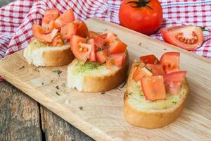 garlic bread with tomato homemade for healthy