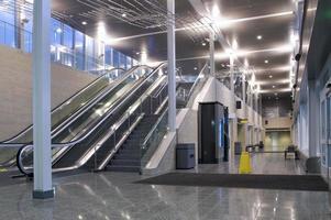vestíbulo y pasillo del centro de tránsito foto
