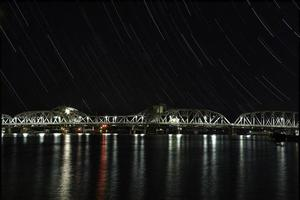 Estelas de estrellas sobre Sturgeon Bay - Door County Wisconsin foto