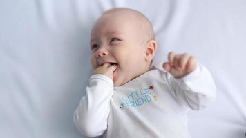 bebé feliz riendo, sonido incluido