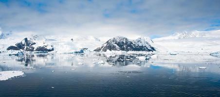 Bahía Paraíso en la Antártida foto