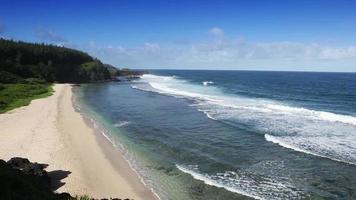 capa gris gris en el sur de mauricio. grandes olas