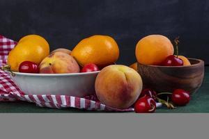 vista lateral de frutas frescas maduras