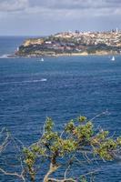 pueblo cerca del mar