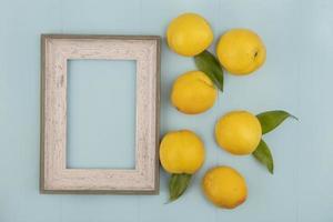Vista superior de deliciosos melocotones amarillos frescos