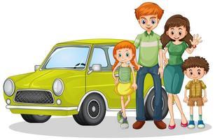 familia feliz delante del coche