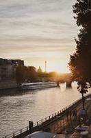 puesta de sol en paris