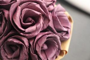 primer plano de flores de papel