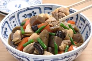 Chicken, vegetables fried and boiled with soy