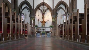 Interior de la iglesia católica en Holanda foto