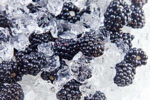 mora madura con hielo