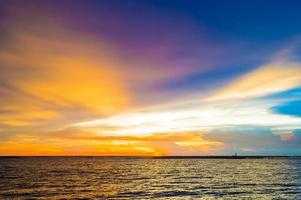 paisaje marino antes del atardecer @ krabi foto