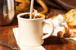 café con un chorrito de crema foto
