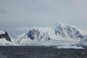 Eisberge und Landschaften der Antarktis Arktis