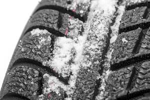 Autoreifen mit schnee