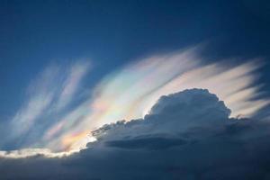 iridiscencia de nubes foto