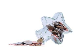 monedas en una botella, aislado sobre fondo blanco