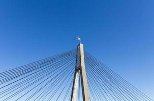 parte superior del puente con bandera australiana