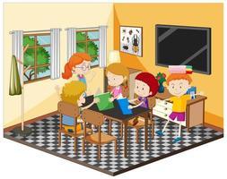 niños felices haciendo la tarea en la sala de estar