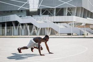 African American man doing mountain climbers