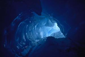 cueva de hielo azul