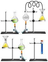 Conjunto de equipos científicos sobre fondo blanco.