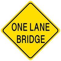 Puente de un carril cartel amarillo sobre fondo blanco. vector