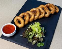 Onion rings with chili sauce