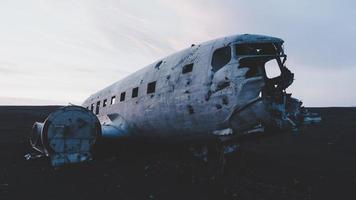 rif, islandia, 2020 - accidente aéreo de solheimasandur al atardecer