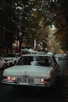 Estambul, Turquía, 2020 - coches antiguos en las calles de Estambul