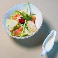 hermosa ensalada de salmón
