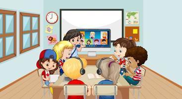 Niños que usan una computadora portátil para comunicarse por videoconferencia con el maestro y amigos en la escena del aula