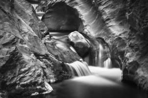 Agua fluyendo photo