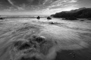 Monochrome Tide