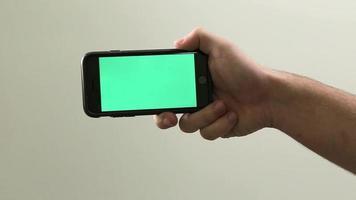 iPhone 6 in mano - Chroma Key / schermo verde pronto